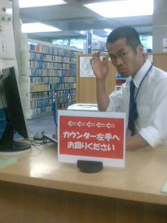 図書館で撮影中